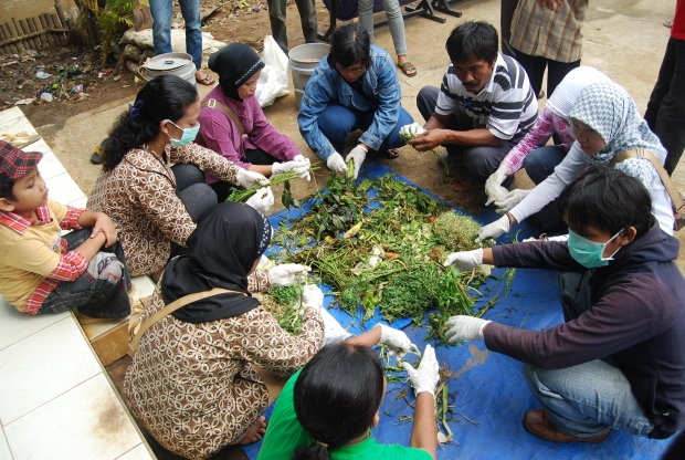 WideWomen beneficiaries were trained for sorting organic waste into compost at Jakarta project siteIndonesiaJGM2010