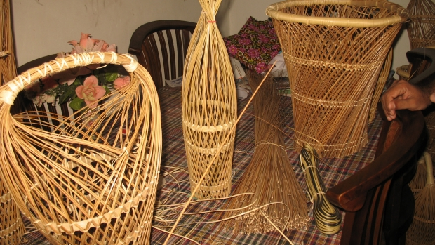 Ekel-based handicraft production by fisher women