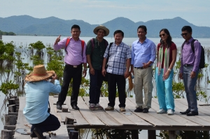 Workshop participants at Trapeang Sangke mangrove rehabilitation site